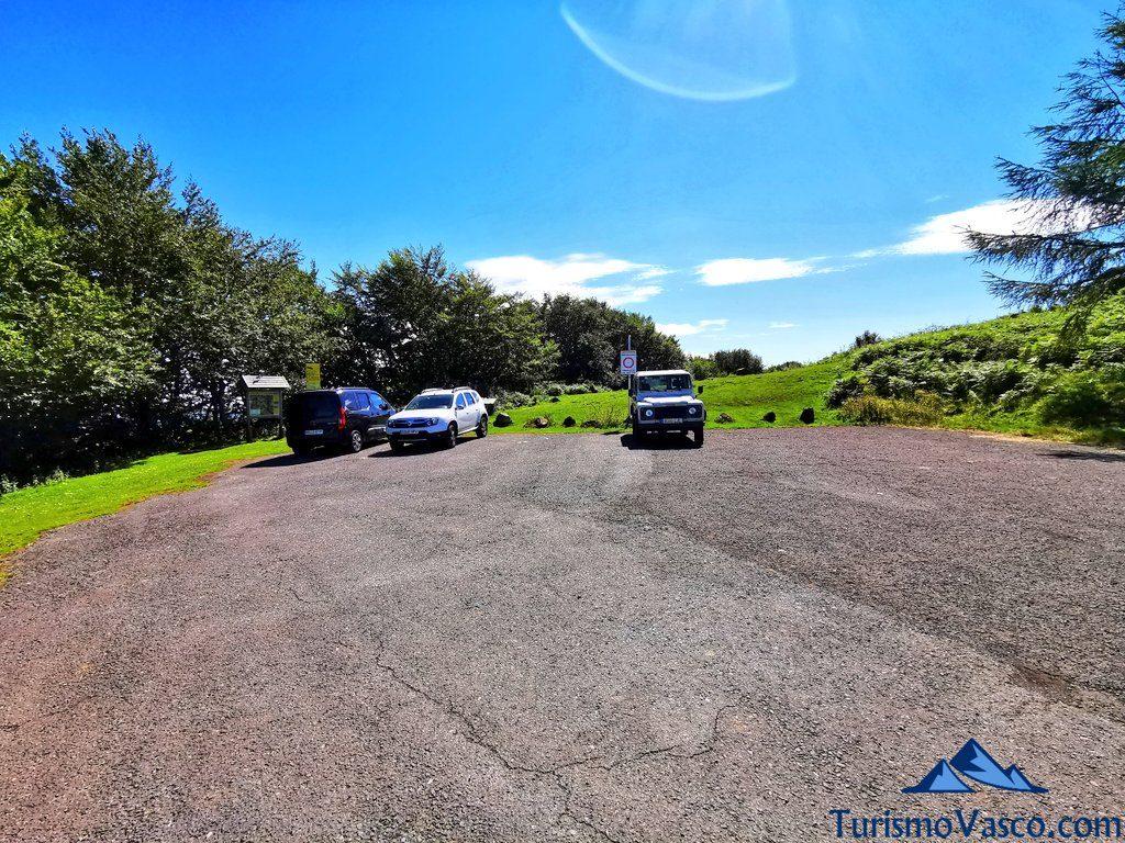 parking, aparcamiento, ruta de los dolmenes Karaketa Irukurutzeta