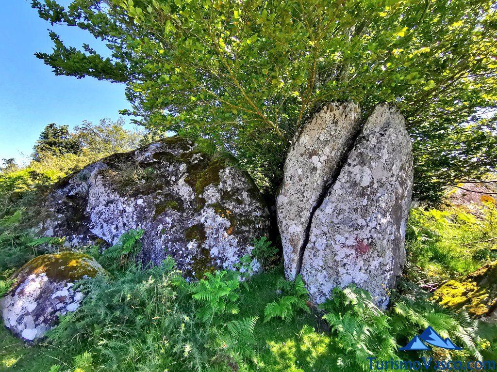 piedras volcanicas, ruta de los dolmenes Karaketa Irukurutzeta