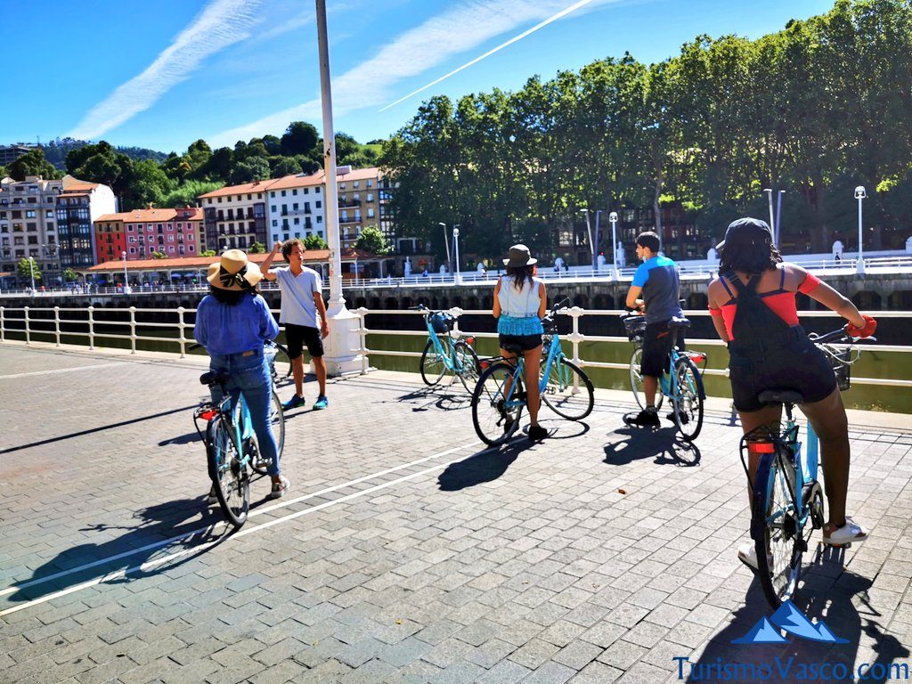 grupo visita guiada en bicicleta, visitas guiadas en Bilbao