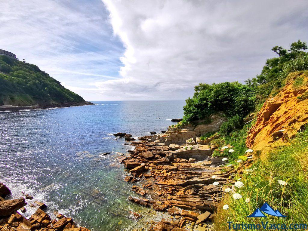 isla santa clara, isla de donostia san sebastian acantilados