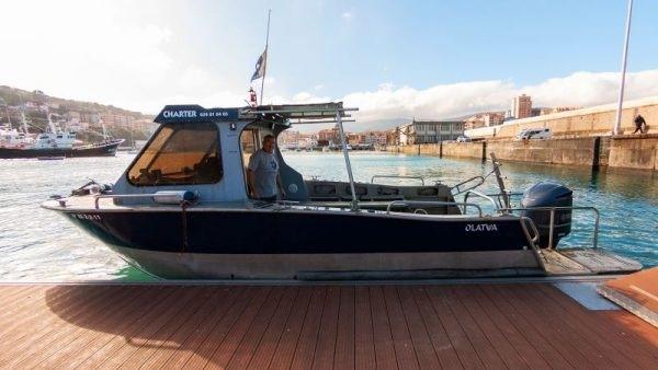 olatu barco submarinismo, nadar con tiburones en Euskadi