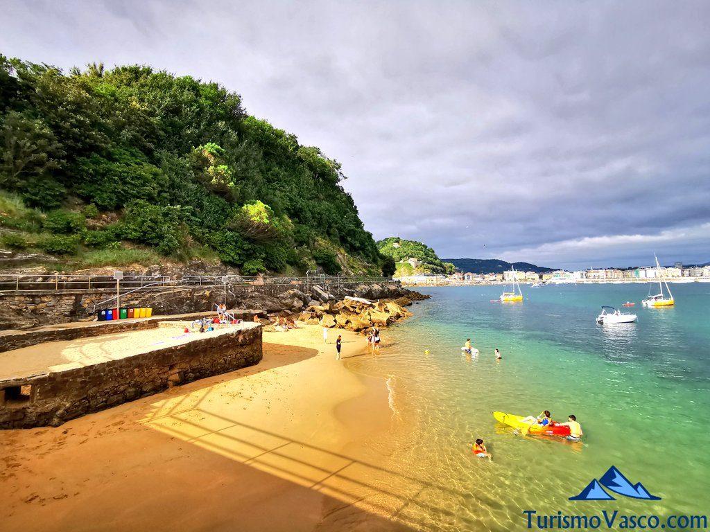 playa de la isla santa clara, isla de donostia san sebastian