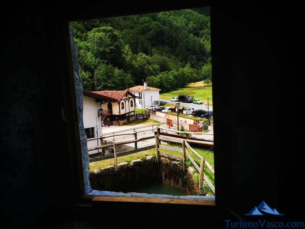 restaurante y casa rural de lastur desde la ventana del molino