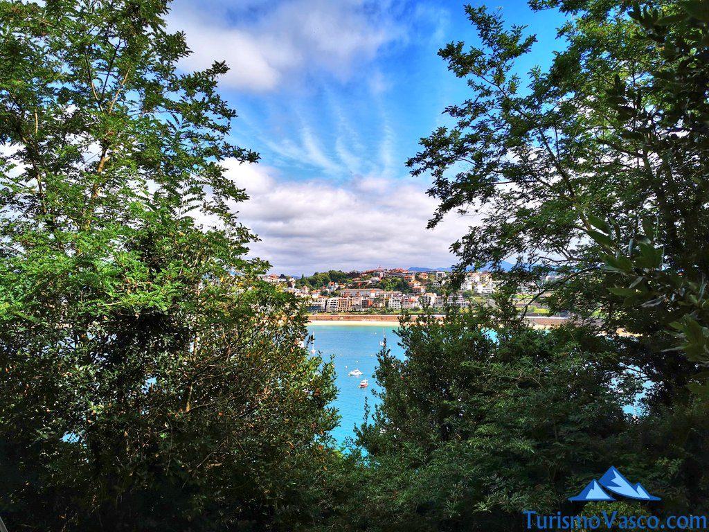 vistas desde el faro, isla santa clara, isla de donostia san sebastian