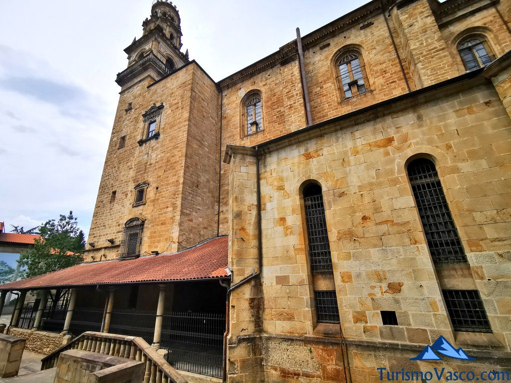 exterior de la iglesia de itziar, que ver Deba