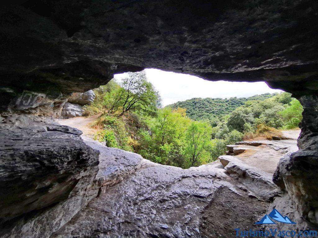 boca vista desde el interior de la cueva,ruta cueva de Los Goros