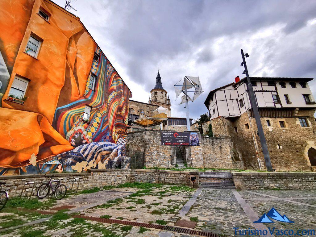 plaza Burulleria, mural, catedral de vitoria gasteiz, Qué ver en Vitoria Gasteiz