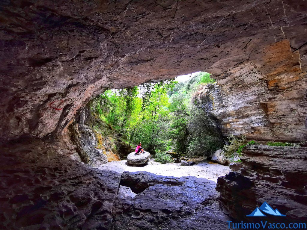 nivel inferior, boca de la cueva,ruta cueva de Los Goros