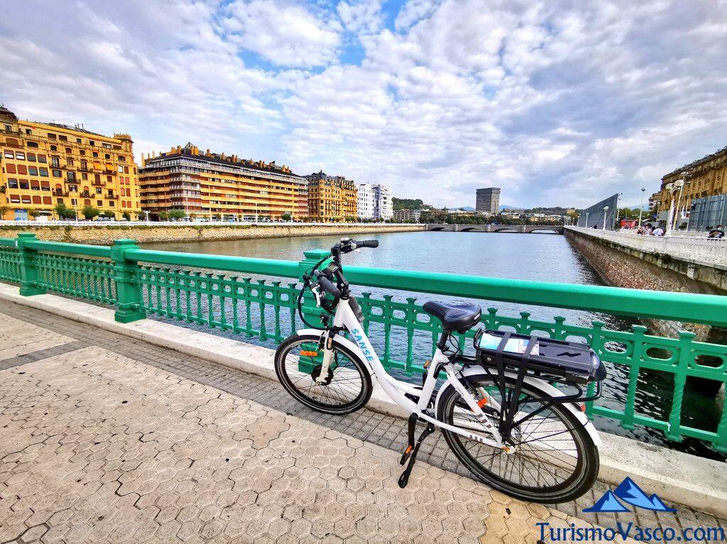 puente la zurriola, alquiler de bicicletas en Donostia San Sebastian