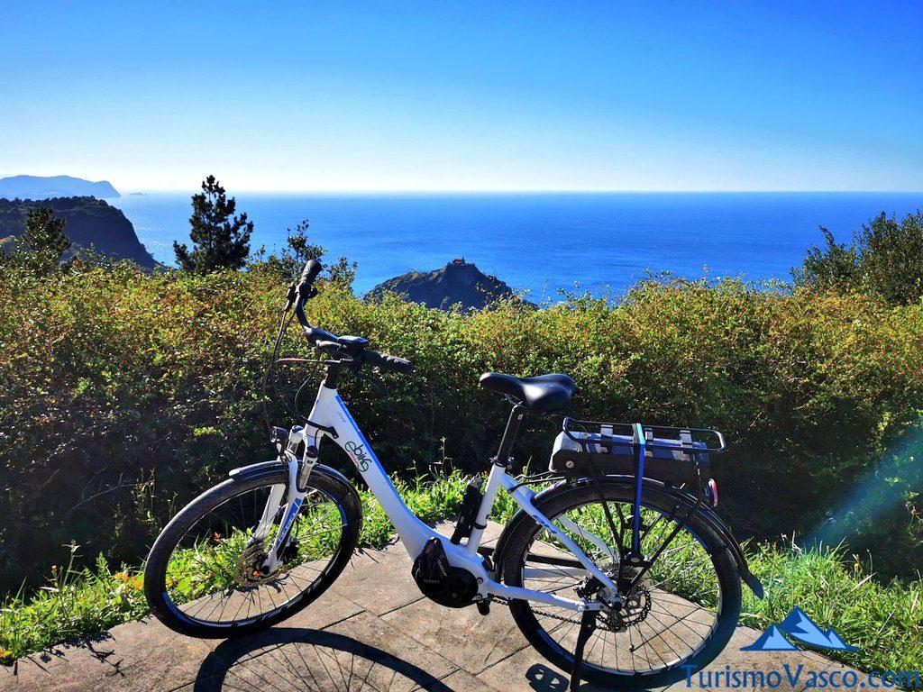ruta en bici electrica a San Juan de Gaztelugatxe, alquiler de bici en Bakio