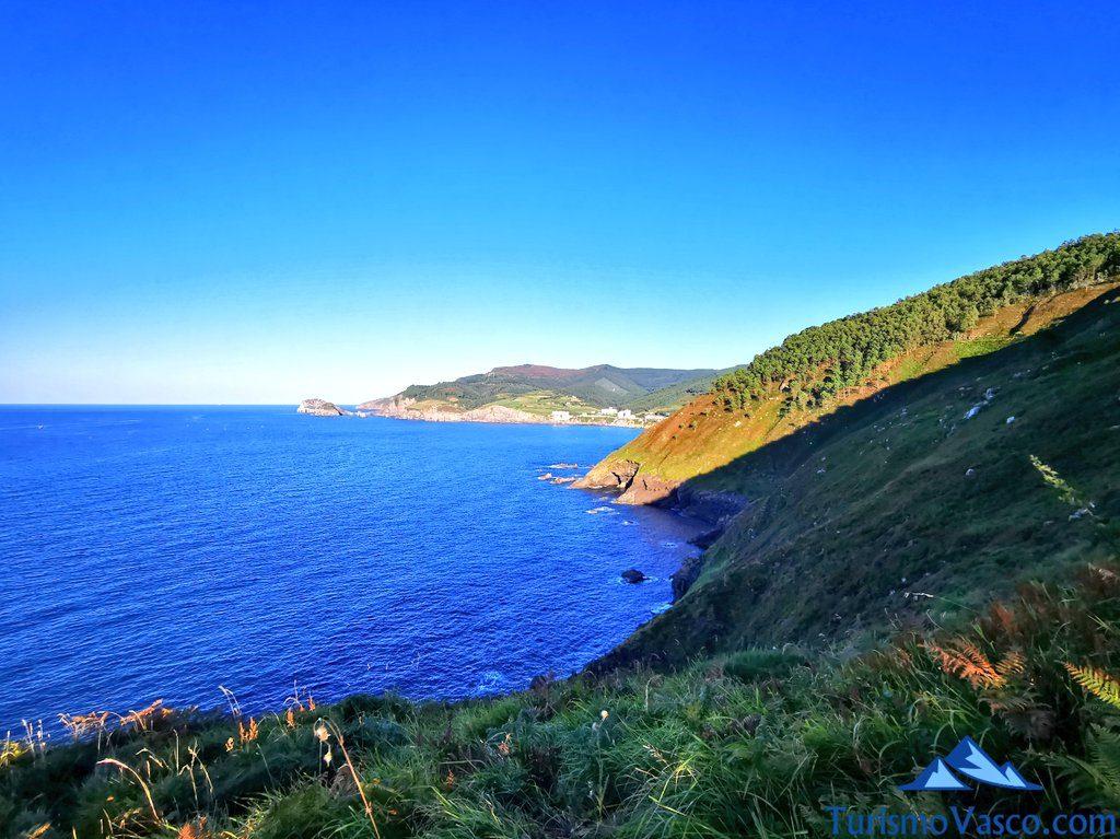 vistas de la costa de Bakio, ruta 4x4 en Bakio