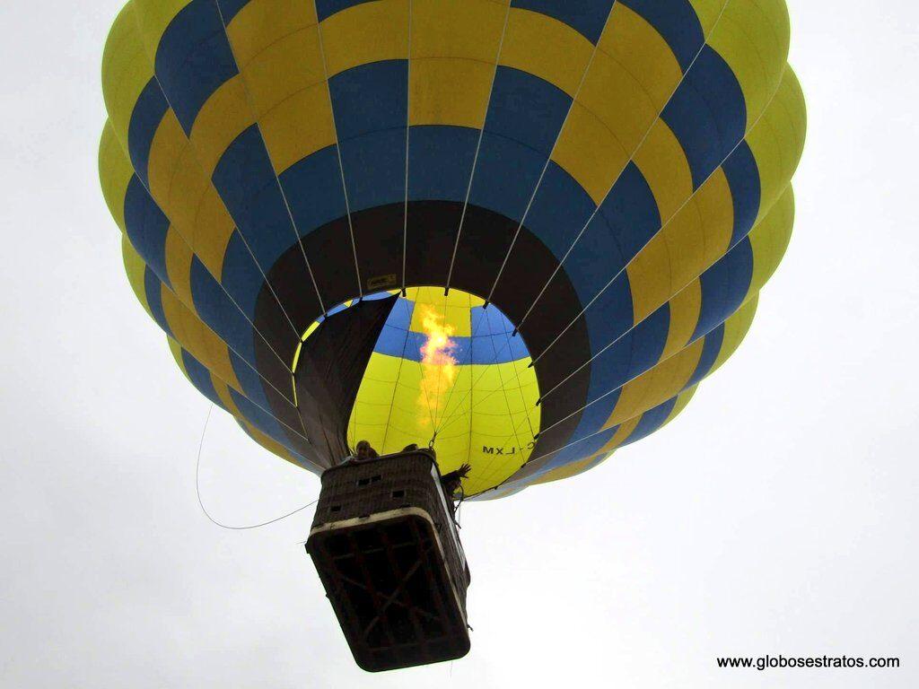 calentando aire del globo, vuelo en globo en Euskadi