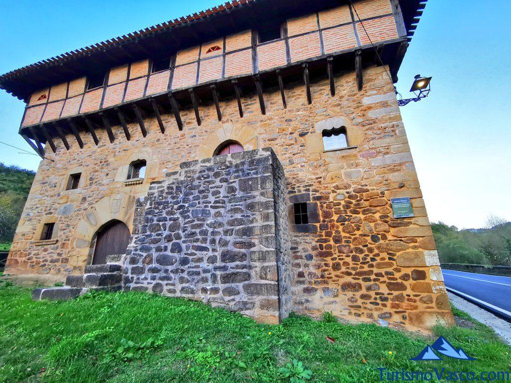 casa torre de aranguren, orozko, Cascada de Belaustegi hayedo Orozko