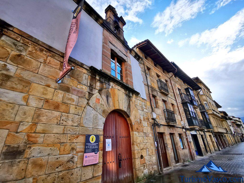 exterior museo kurutzesantu museoa, Durango que ver