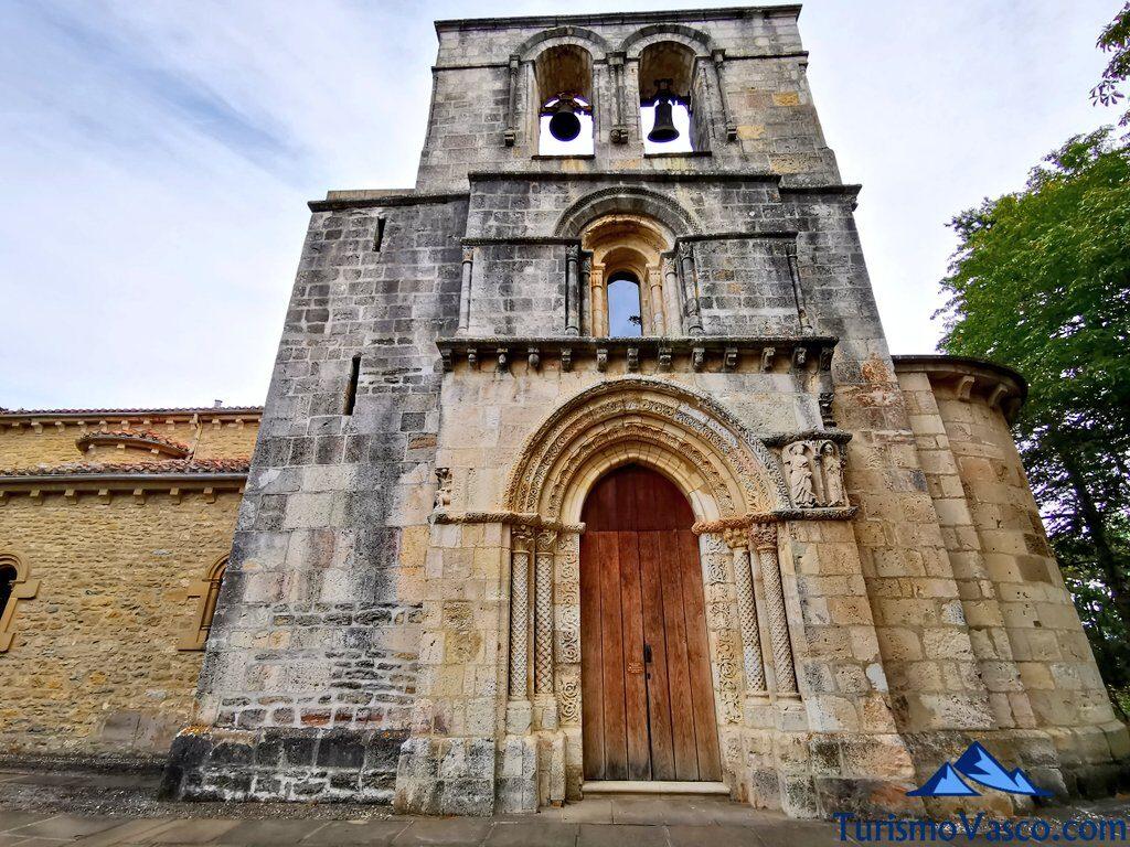 fachada principal de estibaliz, Santuario de Estibaliz