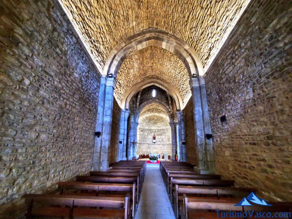 interior iglesia, Santuario de Estibaliz