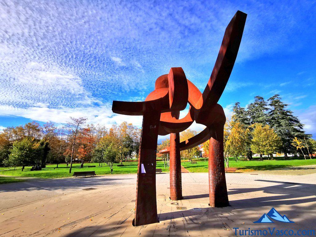 escultura guk amurrio, que ver en Amurrio