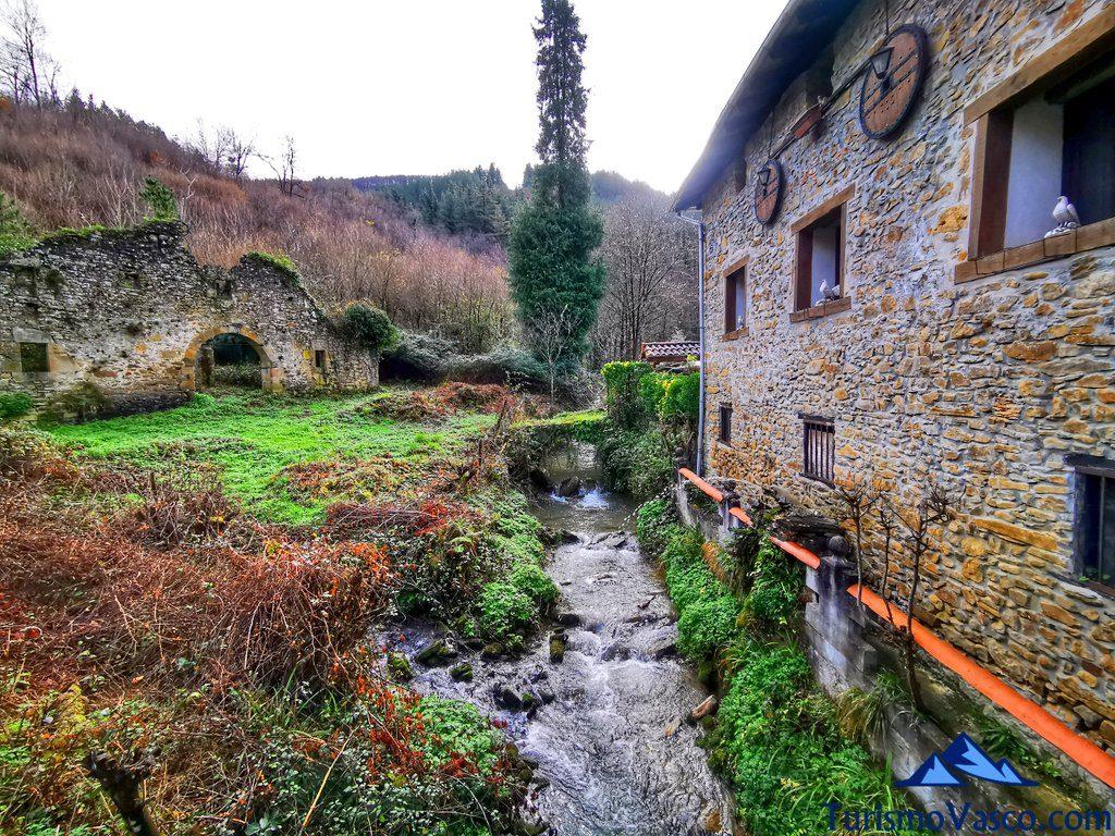 casas, Ruta embalse de Aixola