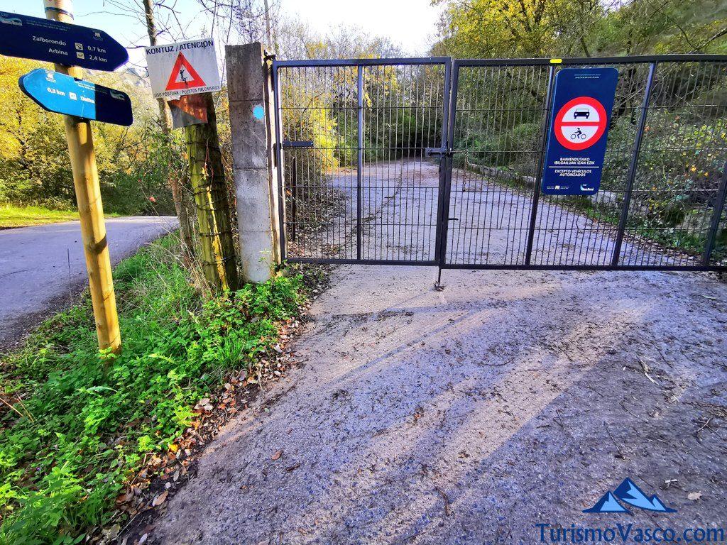 puerta ruta senda verde de Delika