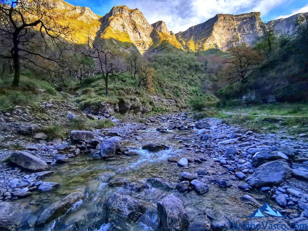 río delika, senda verde de Delika