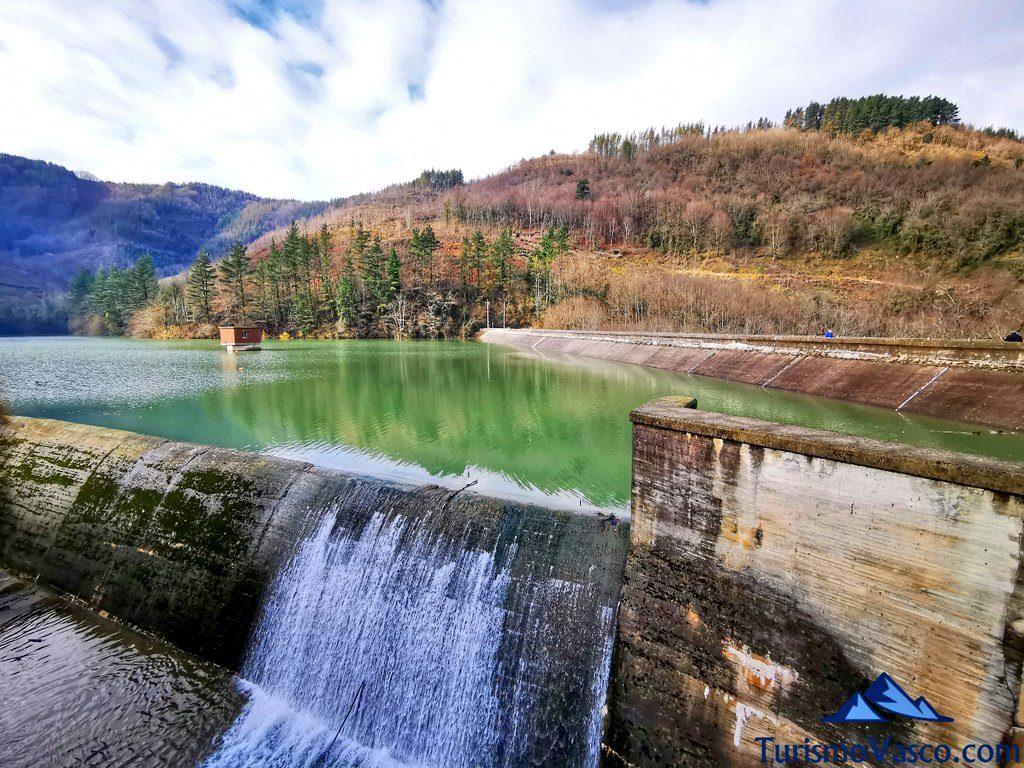 soltando agua, Ruta embalse de Aixola