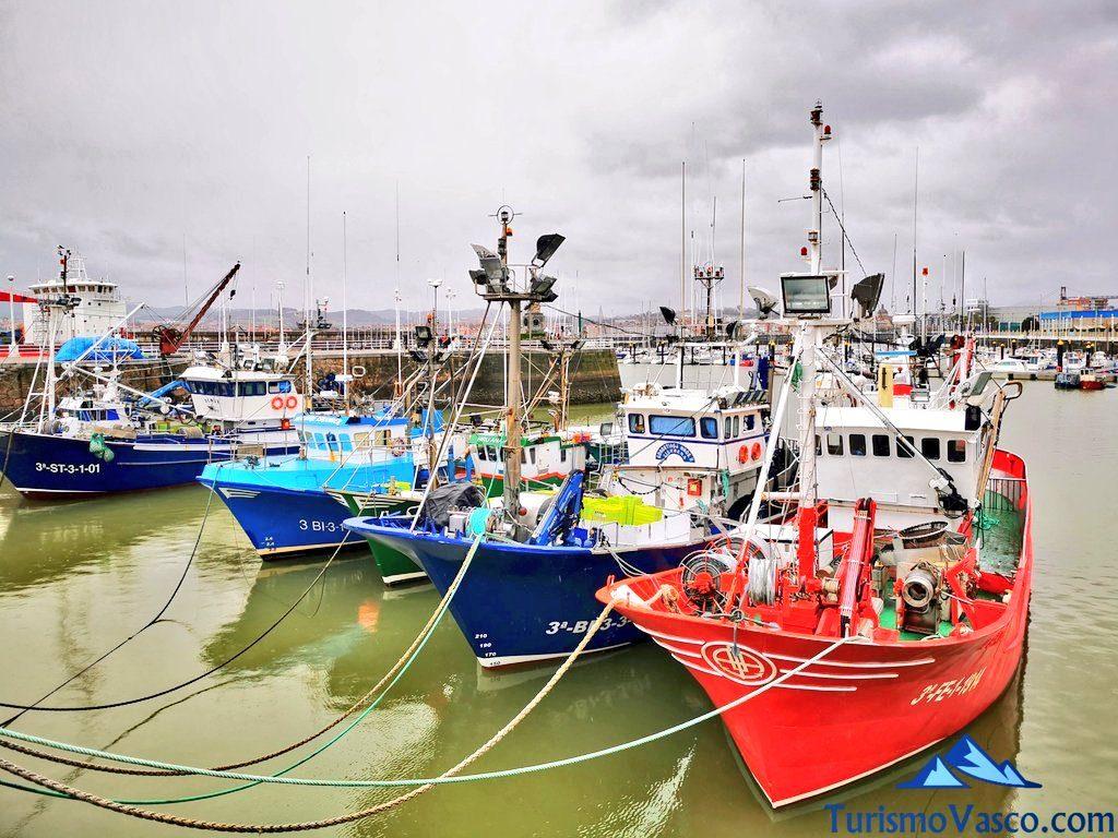 barcos puerto de santurtzi