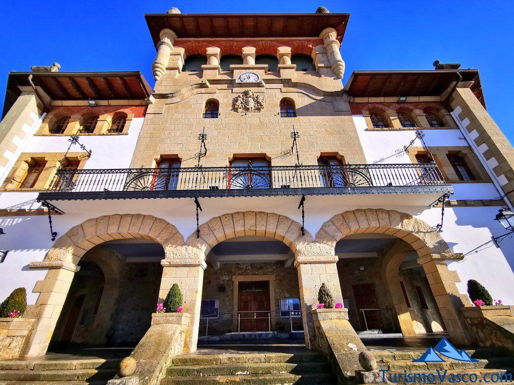 fachada ayuntamiento de mungia, Mungia qué ver y hacer