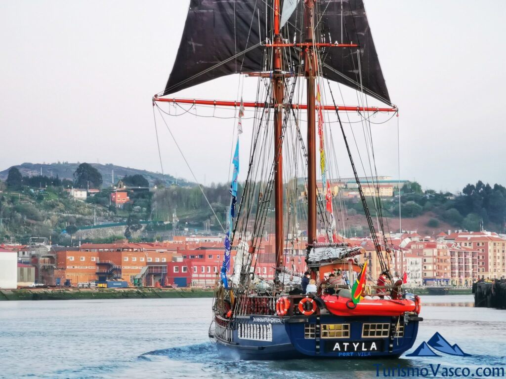 atyla por proa, la popa de atyla, ruta velero pirata Atyla Bilbao