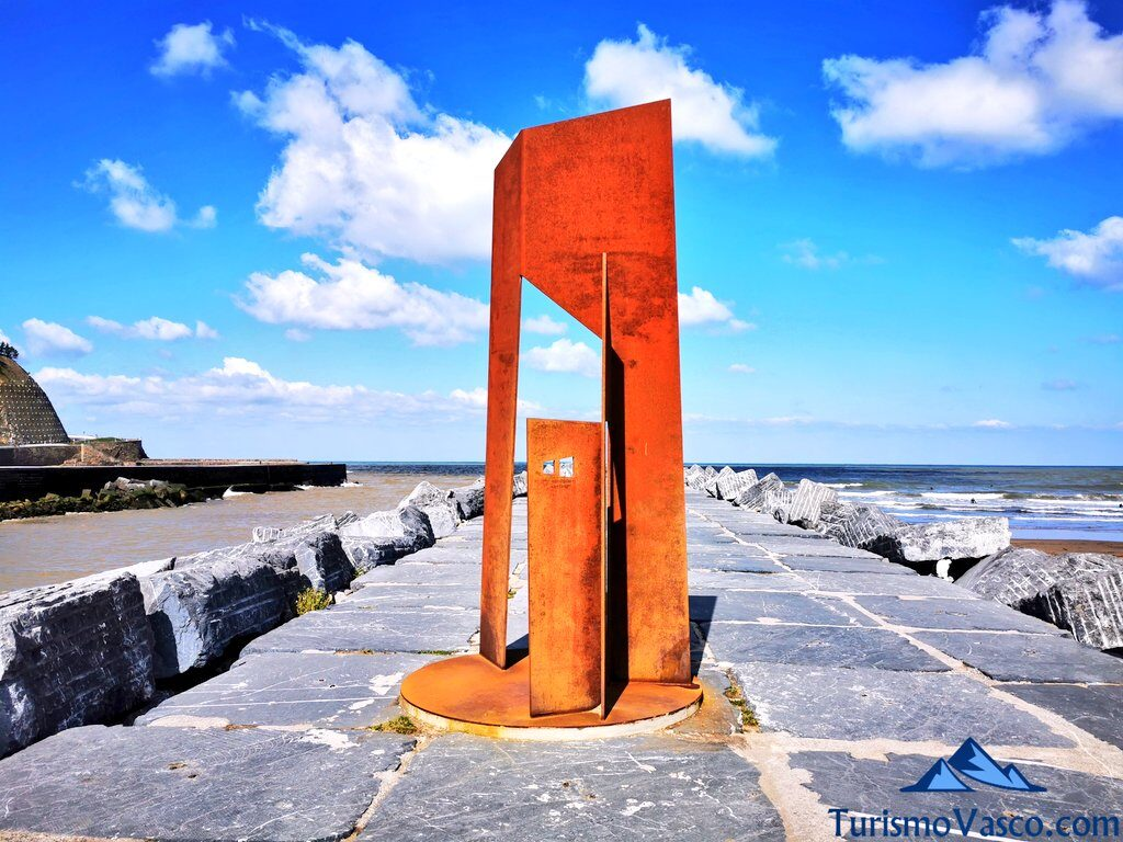 escultura, monumento de deba, qué ver en Deba