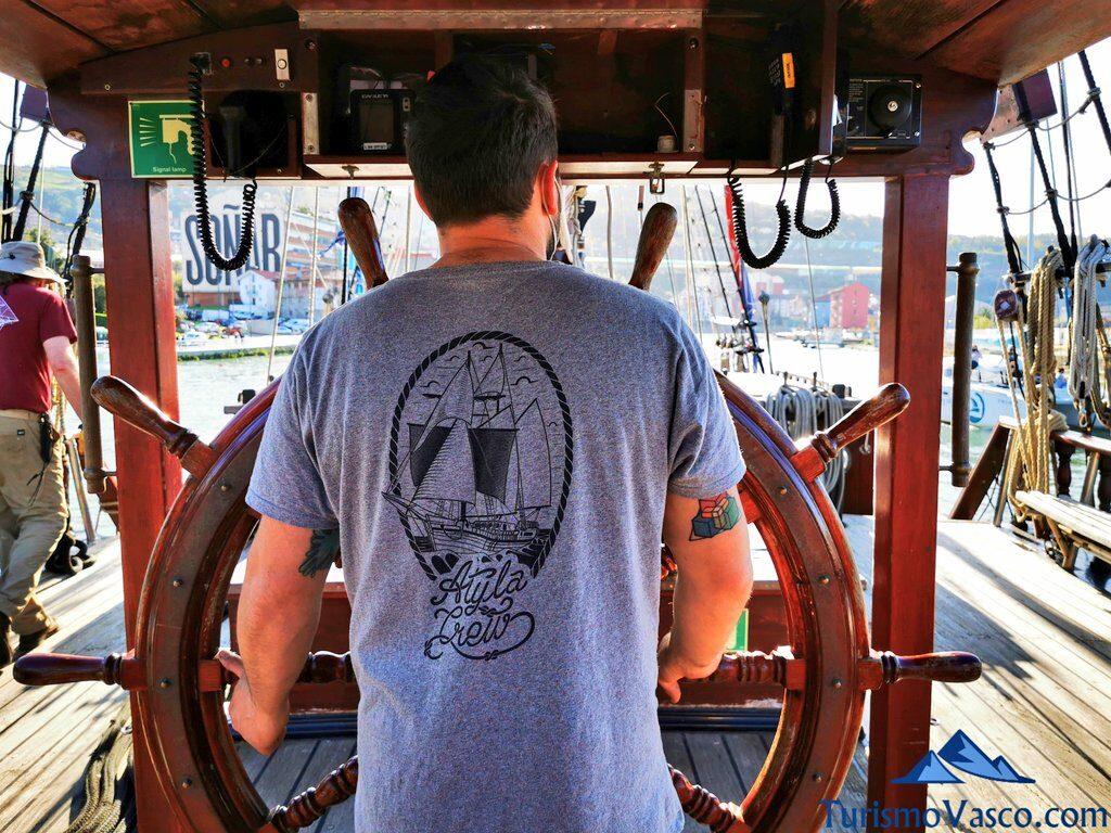 rodrigo, capitan del atyla, ruta velero pirata Atyla Bilbao