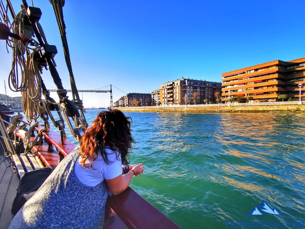 turista en el atyla, ruta velero pirata Atyla Bilbao
