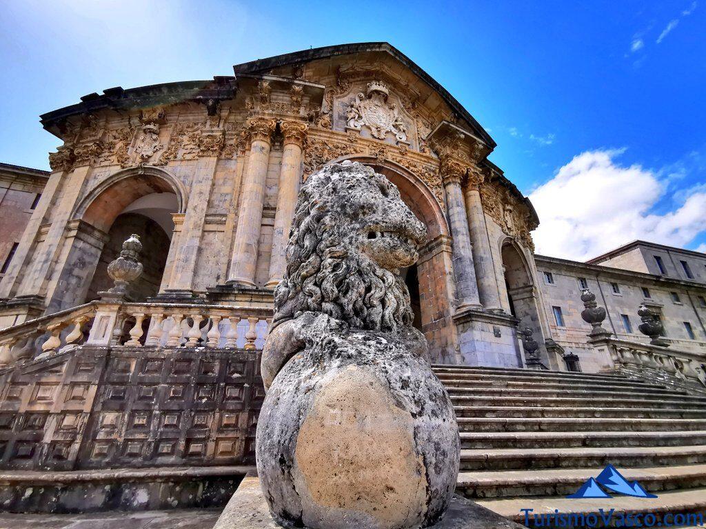 escaleras del santuario de Loiola en Azpeitia, qué ver en Azpeitia