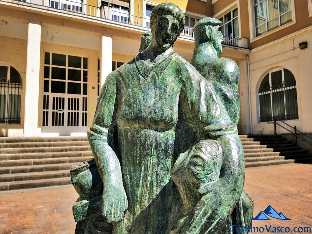 escultura armeria eskola eibar, qué ver en Eibar