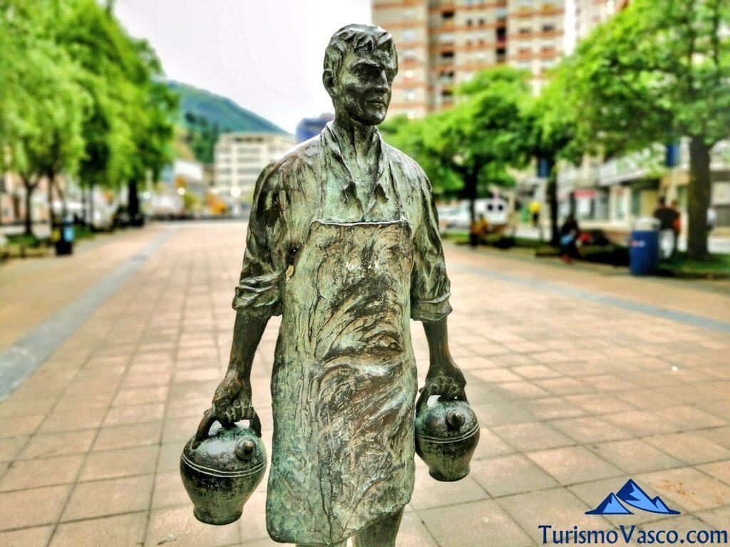 escultura botijos urkizu eibar, qué ver en Eibar
