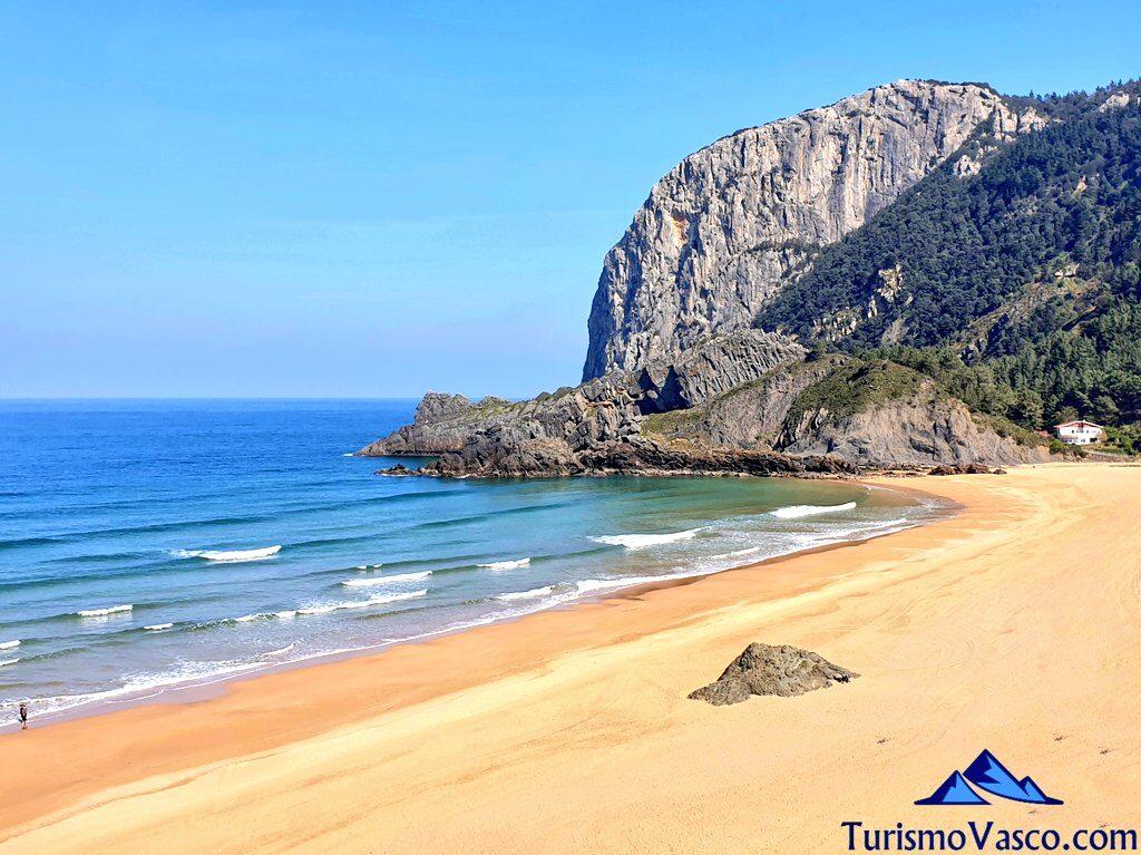 playa de laga, playa Urdaibai, playa cercana a bilbao, Ogoño