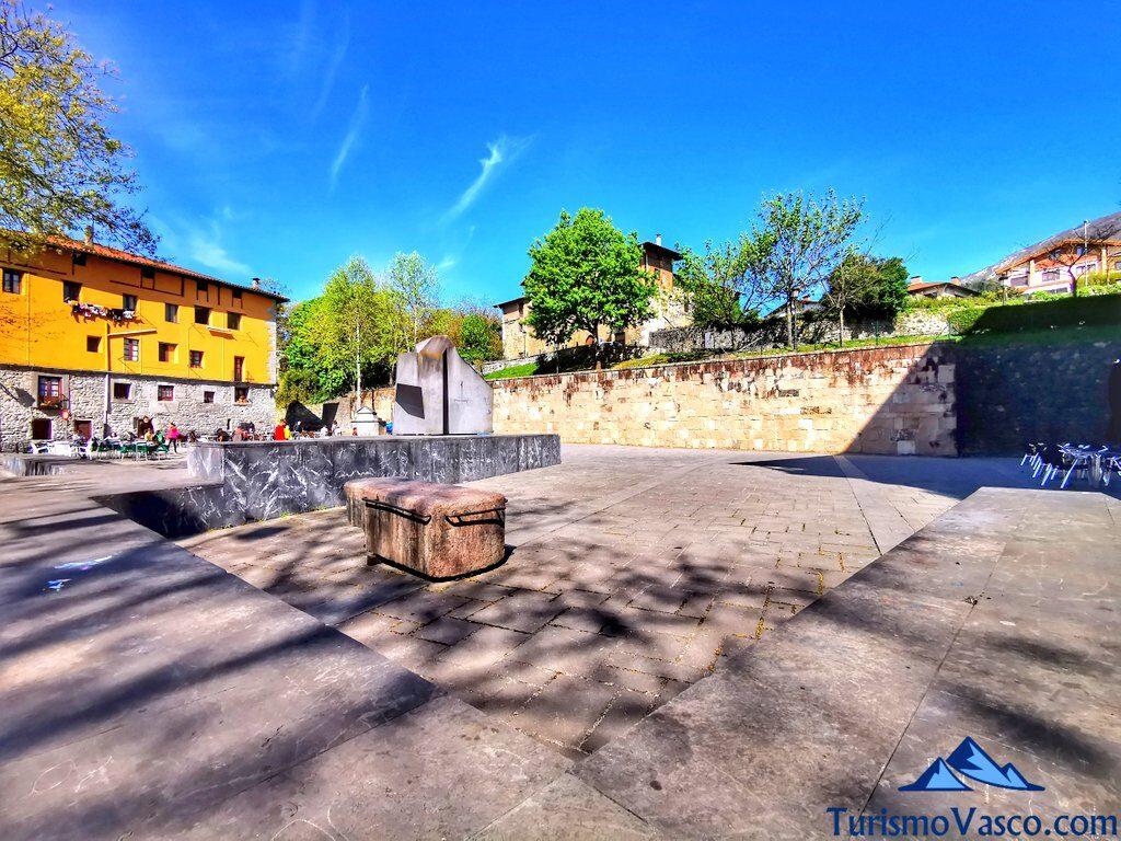 plaza balda azkoitia, qué ver en Azkoitia