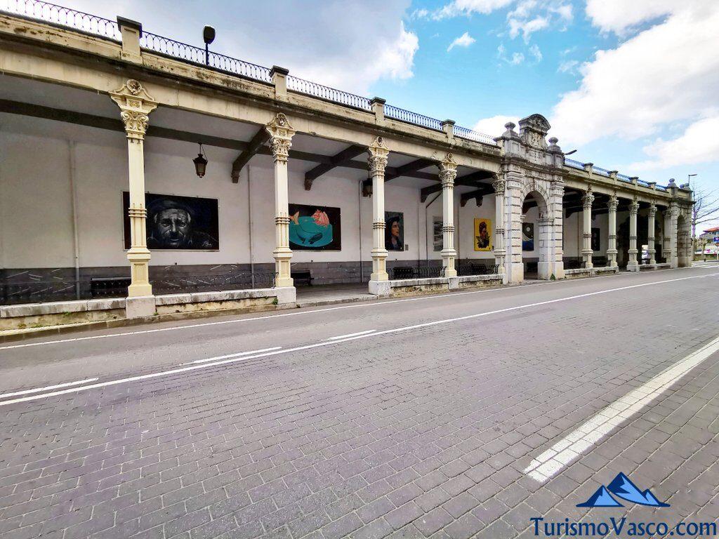 plaza del mercado, paseo cubierto y mercado de Deba, qué ver en Deba