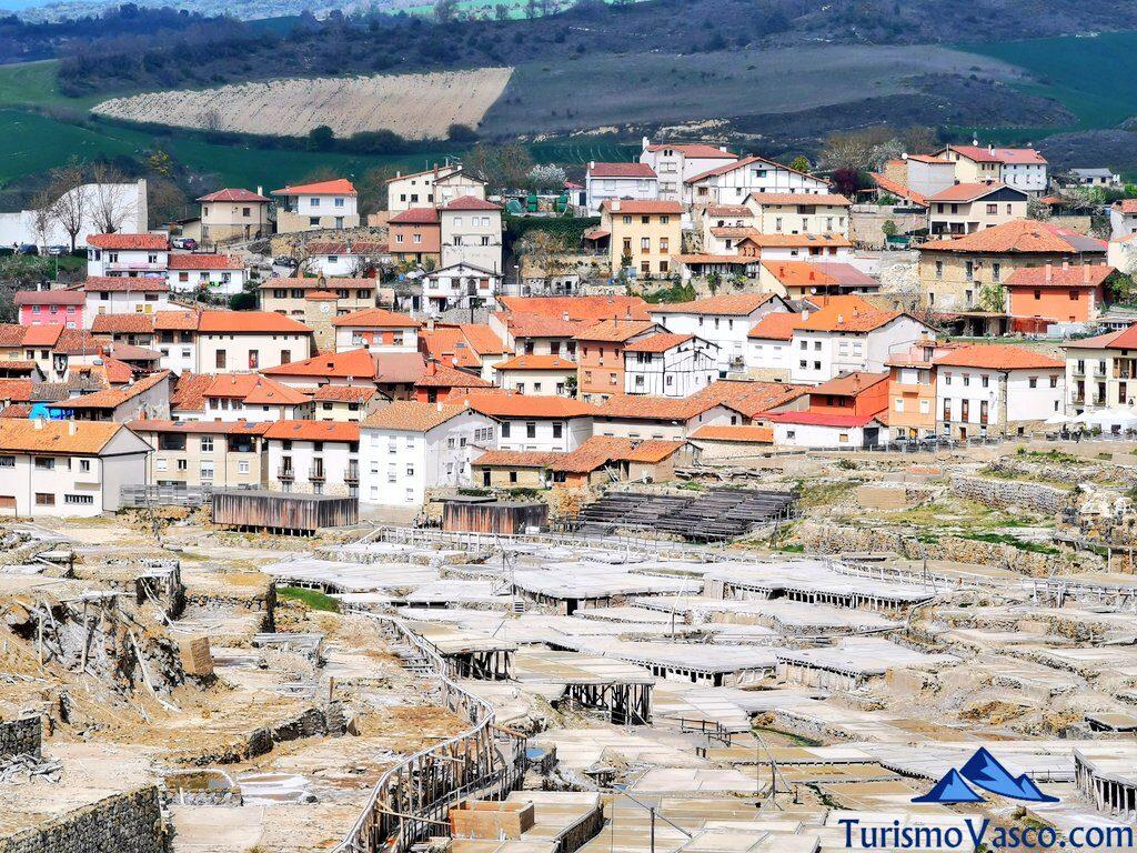 pueblo de salinas de añana, valle salado de araba