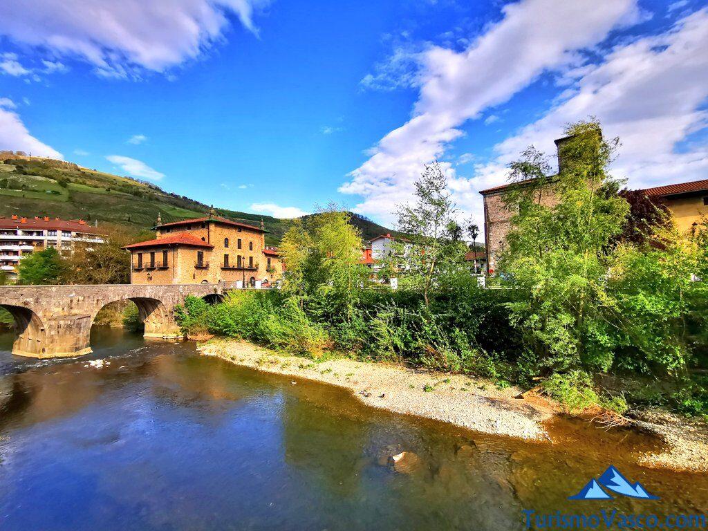 puente viejo de azpeitia y casa torre enparan, Azpeitia qué ver y hacer