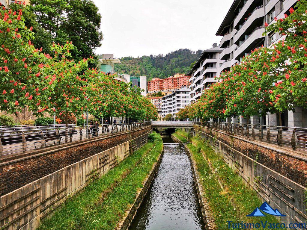 río Ego a su paso por Eibar, qué ver en Eibar