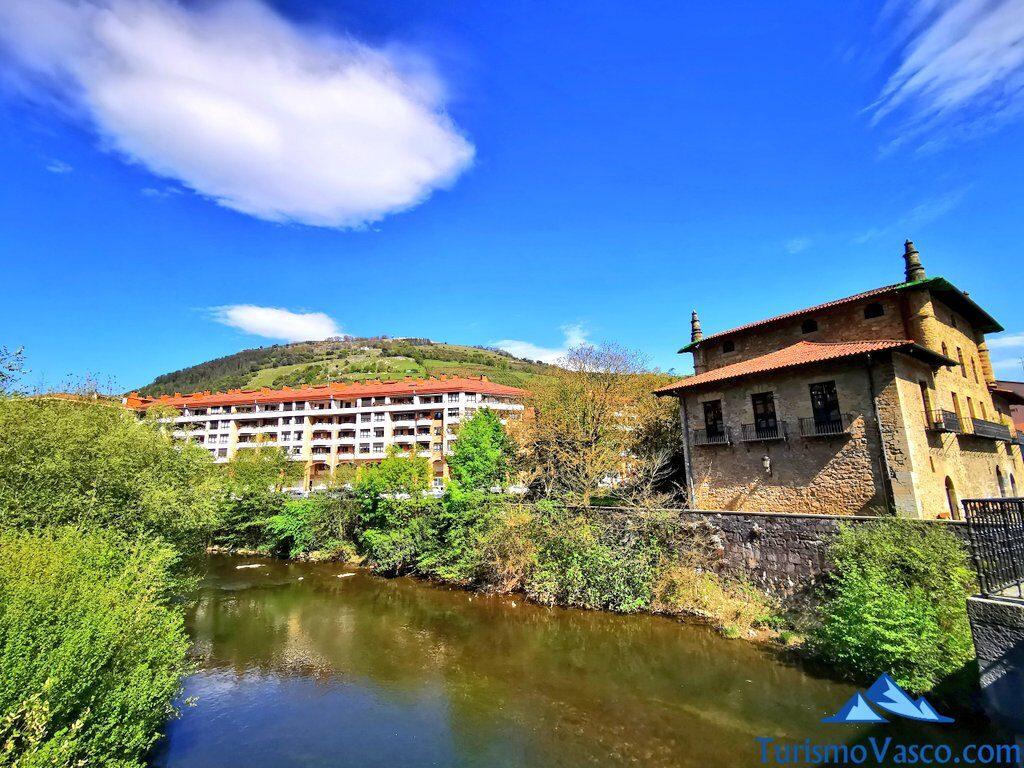rio urola y casa torre de enparan azpeitia, Azpeitia qué ver y hacer