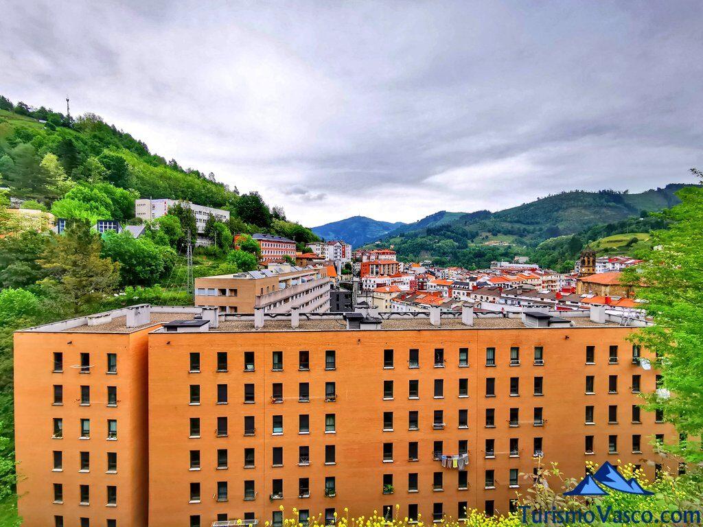 vistas de eibar desde la parte alta de la ciudad, qué ver en Eibar