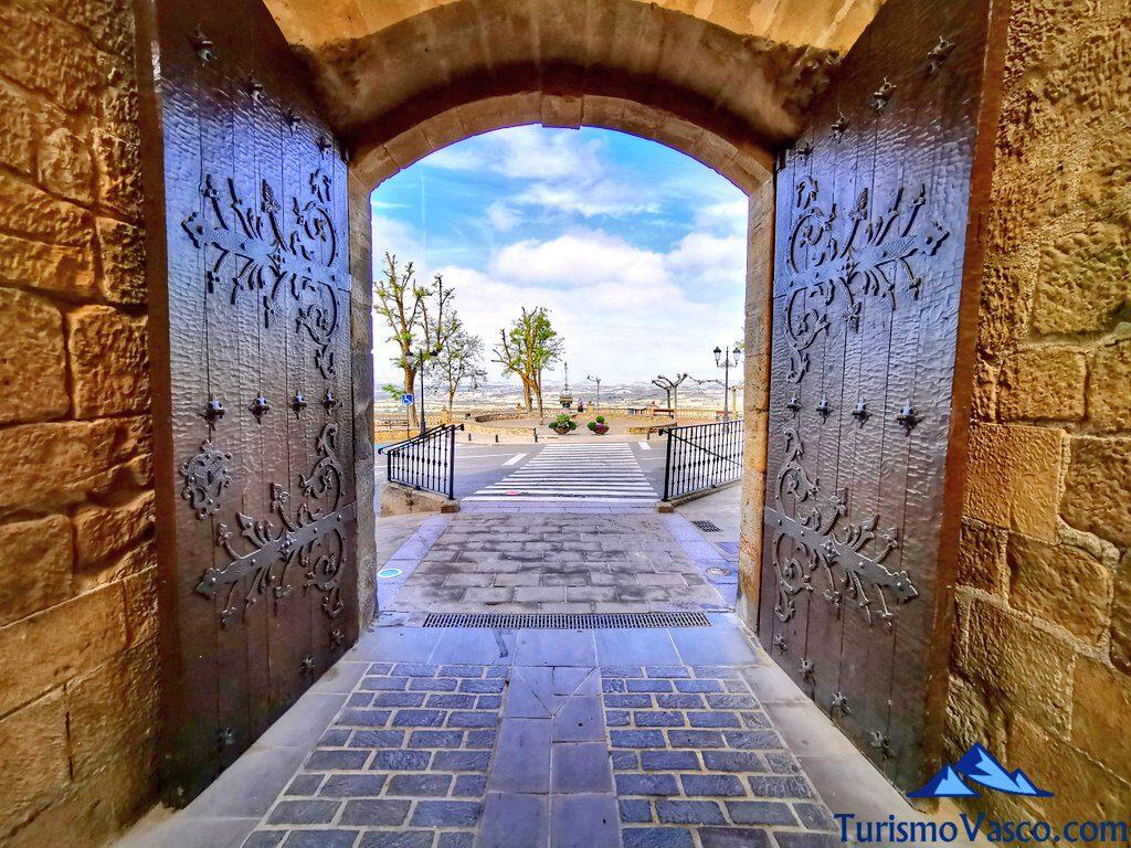 puerta de paganos, puerta de laguardia, qué ver en laguardia. Rioja alavesa
