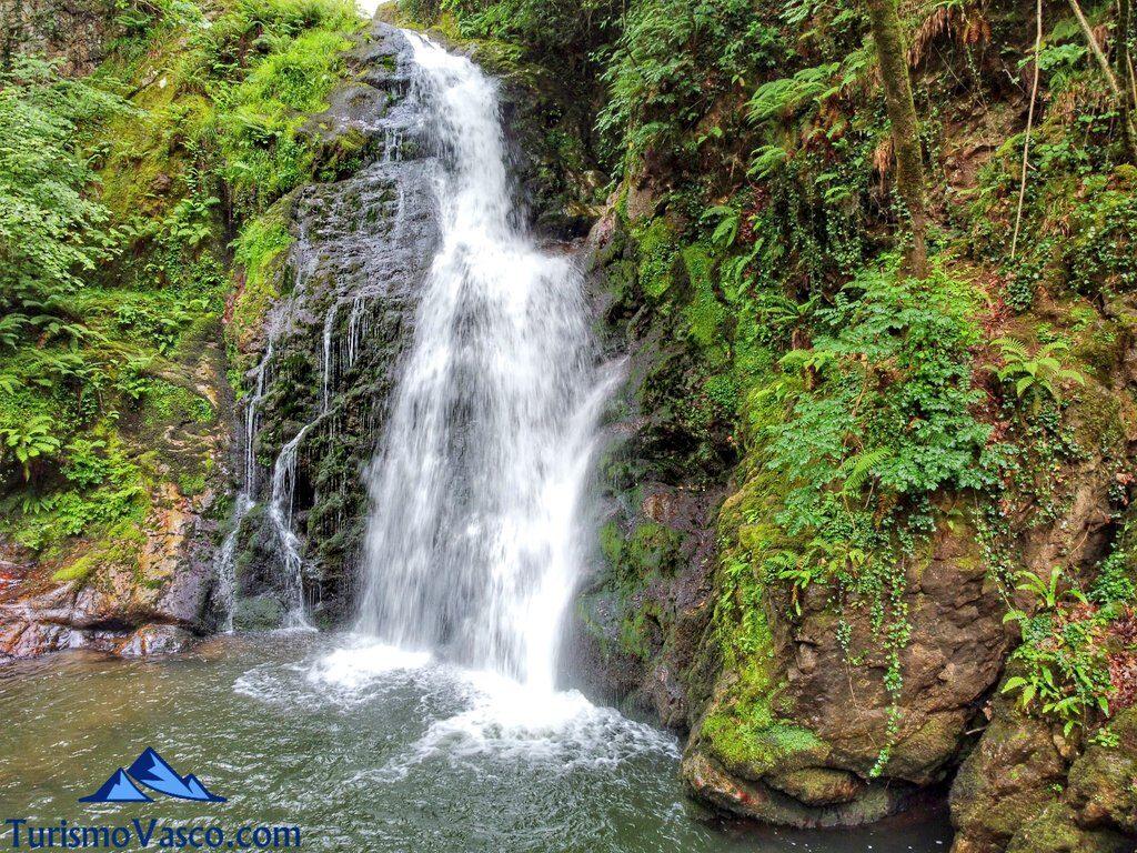 cascada de xorroxin, Cascada de Xorroxin en Erratzu, Valle de Baztan