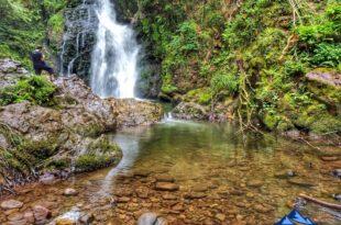 cascada de xorroxin reflejo, Cascada de Xorroxin en Erratzu, Valle de Baztan