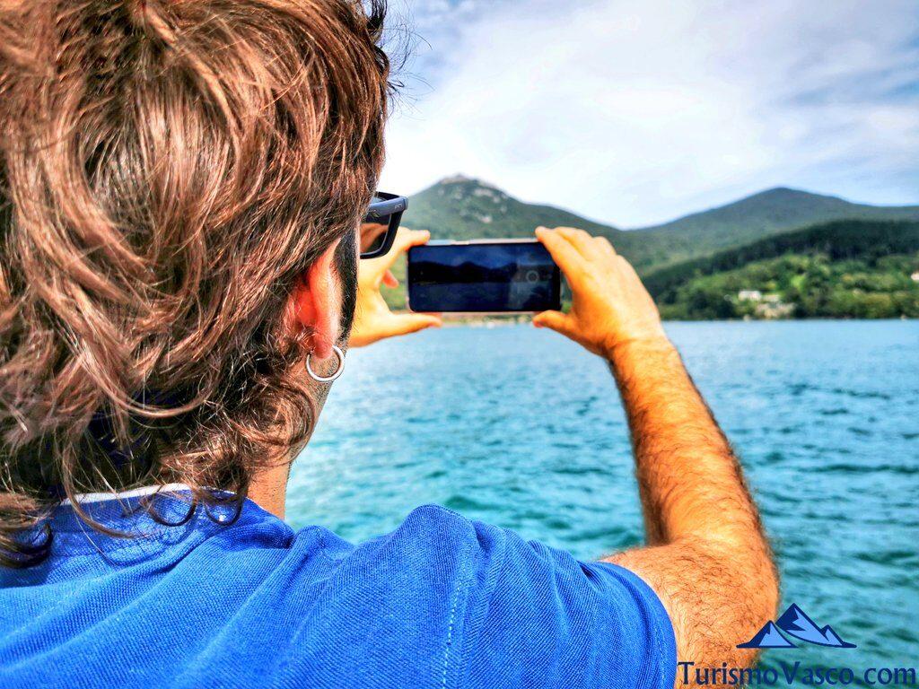 recuerdo fotografico, ruta en barco en la ría de Urdaibai, alquiler de barco en Urdaibai