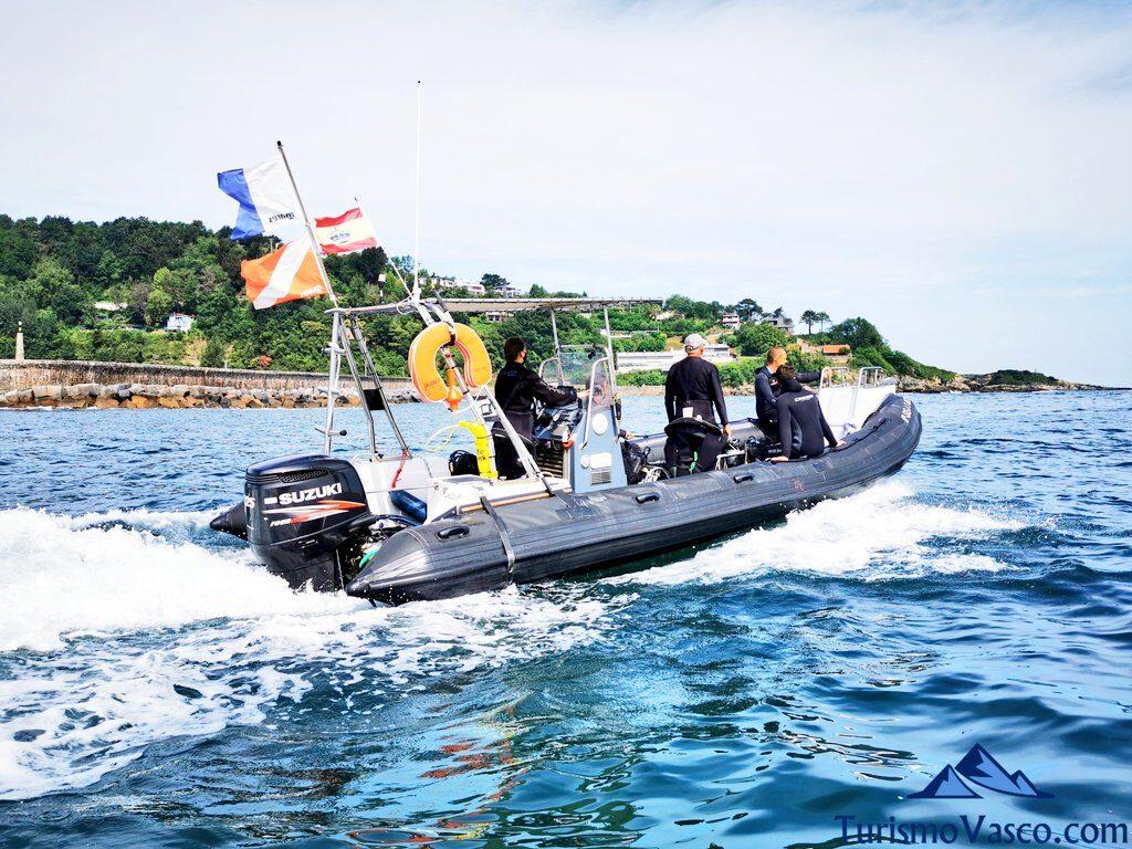 ruta en barco hasta la cala, buceo en Hondarribia