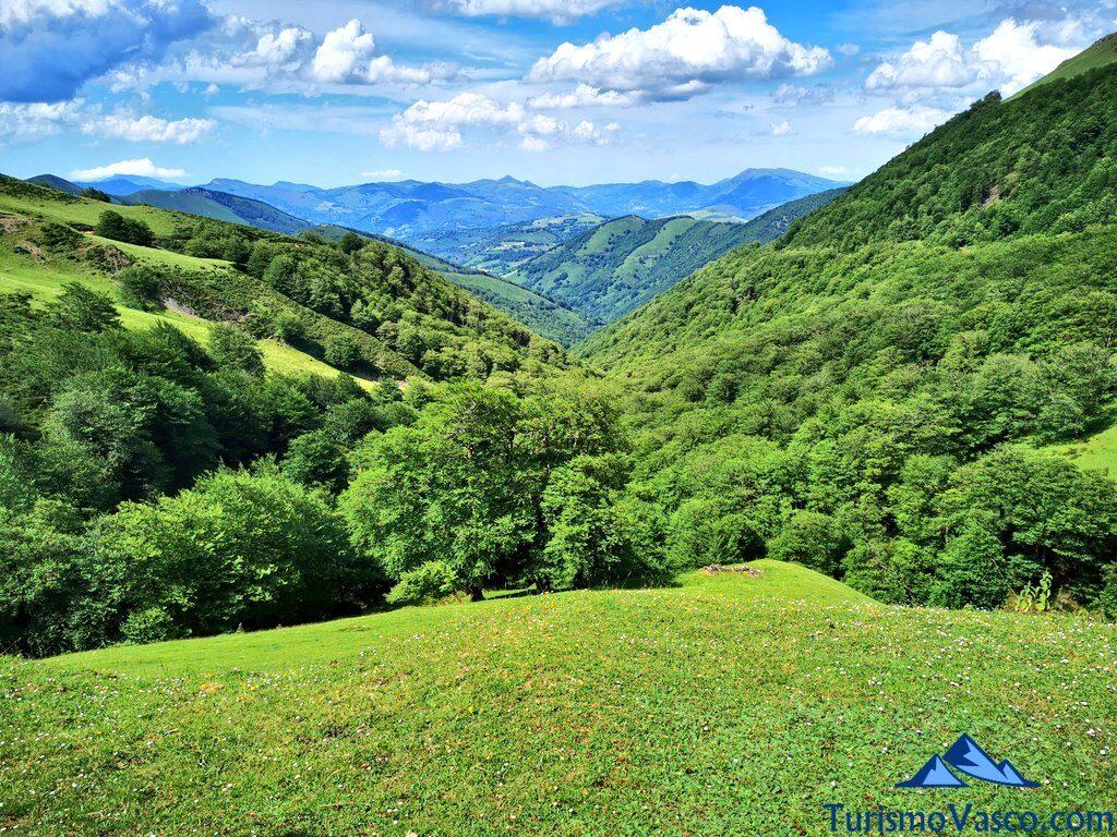 Artesiaga, Collado de Artesiaga, desde Irurita a Eugi, Pirineo Navarro, Valle de Baztan