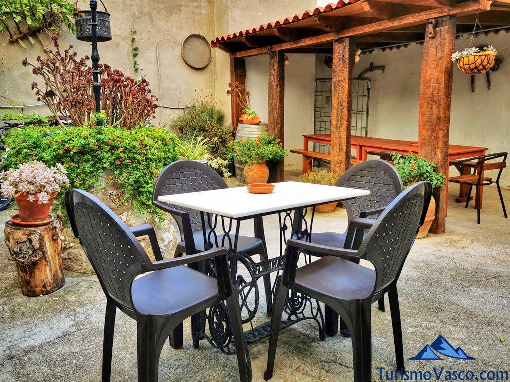 patio interior de la casa rural bardenas blancas, casas rurales en las Bardenas