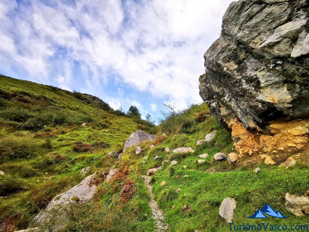 camino ruta circular de la cascada de aldabide, ruta a la cascada de Aldabide, Orozko, Parque Natural de Gorbeia